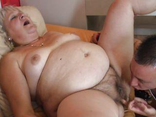 порно видео кончил спящей маме